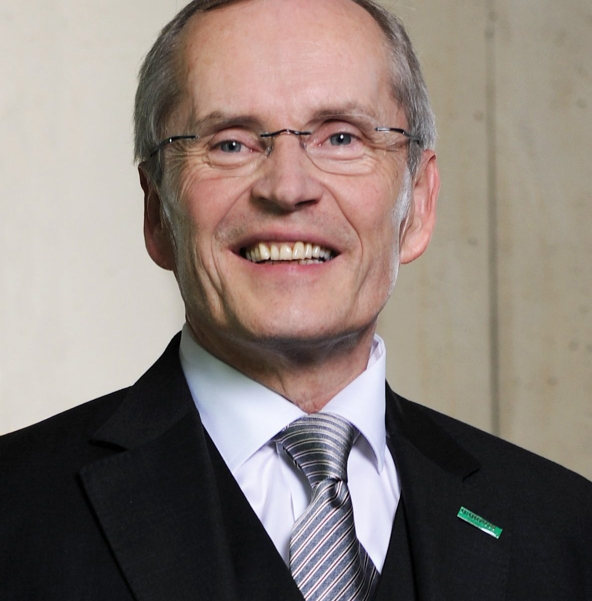 Prof Dr H W Grosse
